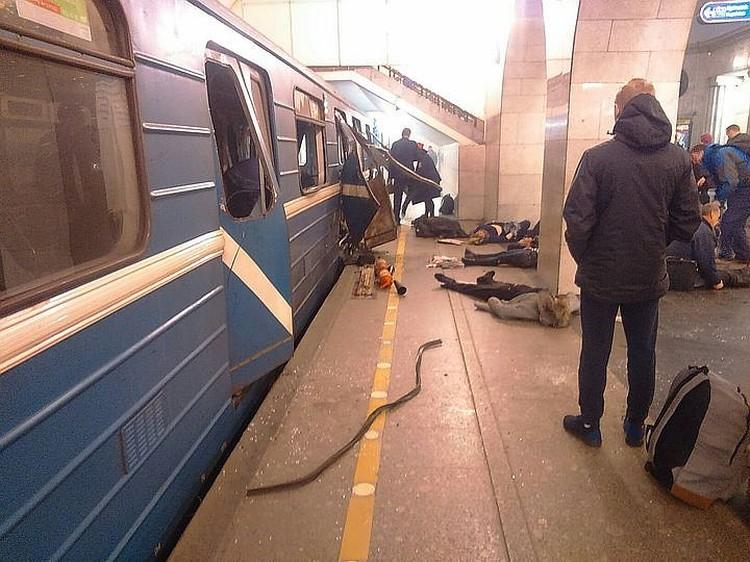 Теракт в петербургском метро унес жизни 15 человек. Шестнадцатый - смертник.