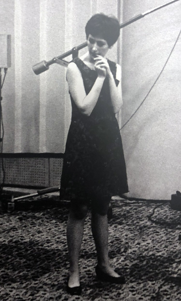 "Алла в 1965 году. Фото Валерия Арутюнова из книги ""Алла-Art""."