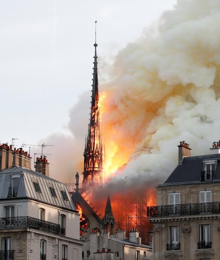 Главный собор Парижа загорелся вечером 15 апреля.
