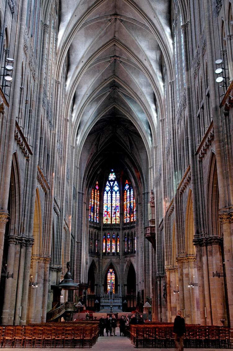 Своды древнего собора в 2004 году.