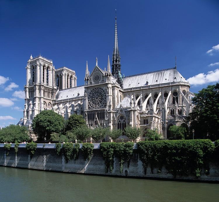 Собор начали возводить в XII веке