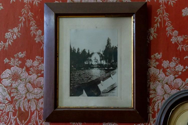 В домике у озера жена Рене и двое сыновей прожили семь лет