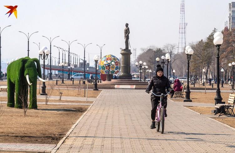 Набережная в Благовещенске, столице Амурской области, где и находится космодром