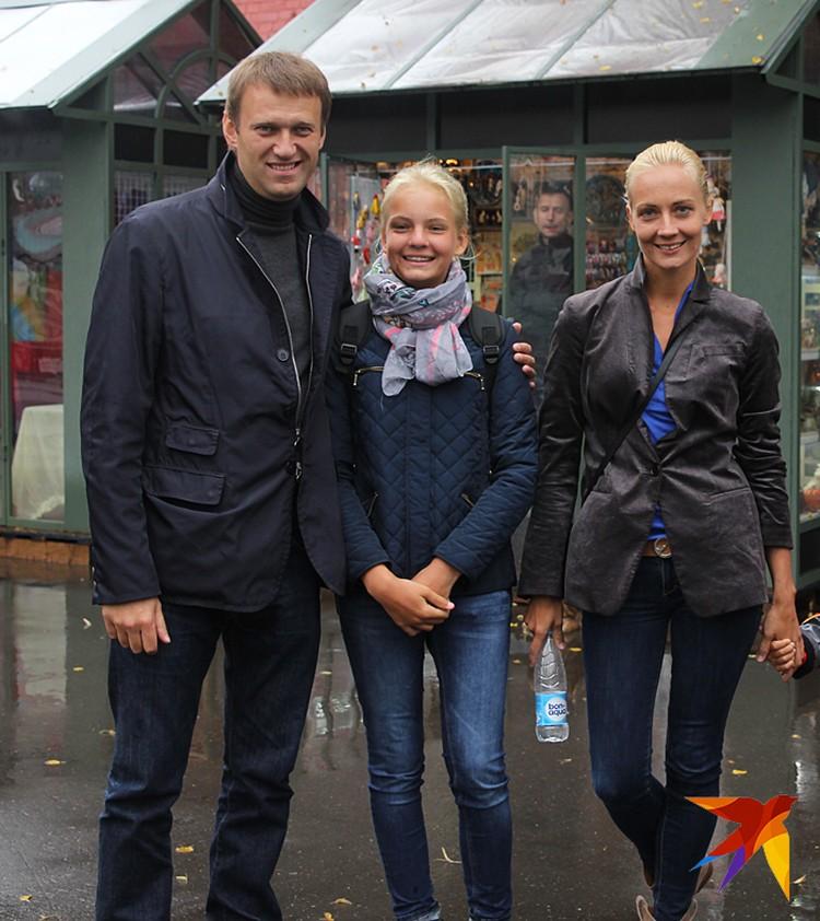 Навальный это кто? Это независимый адвокат, который живет в маленькой квартире в Марьино, у него прекрасная семья, которая его поддерживает