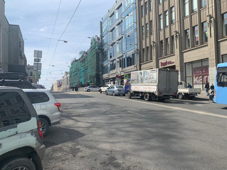 Центральную улицу Владивостока перекрыли из-за кортежа главы КНДР