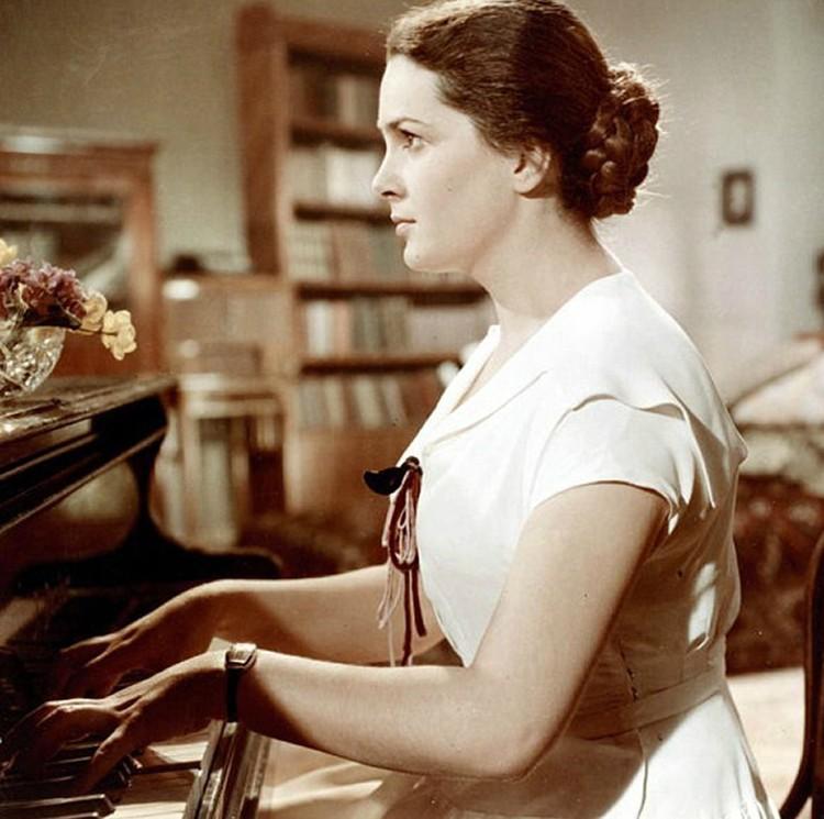 Одна из первых киноработ Быстрицкой, которая сделала ее известной в мире