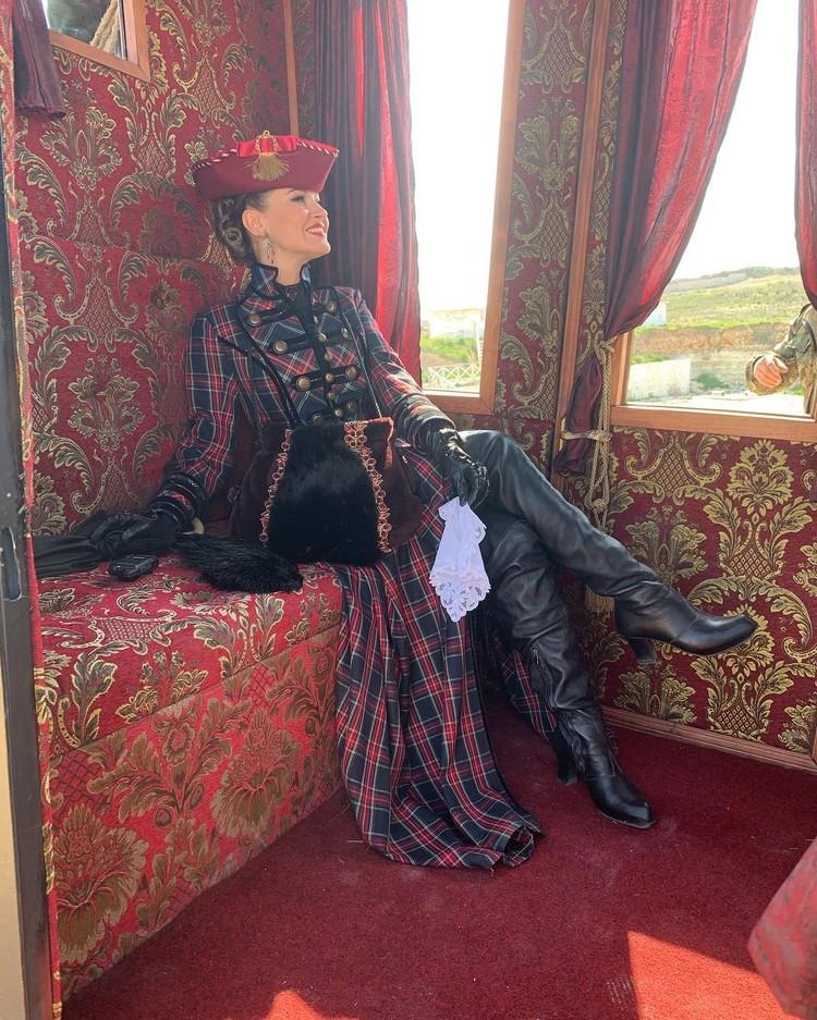 Анастасии Макеевой к лицу старинные одеяния. Фото: makeevan/Instagram