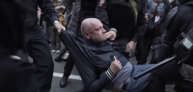 Милонов уверен, что Резник специально пошел на обострение с полицией. Фото: youtube.comfontanka.ru