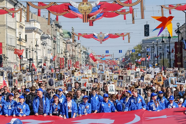 Массовое шествие Бессметного полка в Санкт-Петербурге