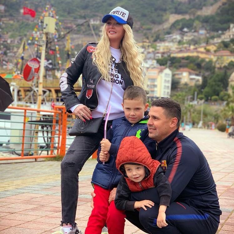 Дарья и Сергей Пынзарь с сыновьями
