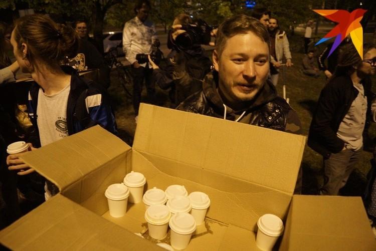 После 2-х ночи защитникам сквера привезли кофе