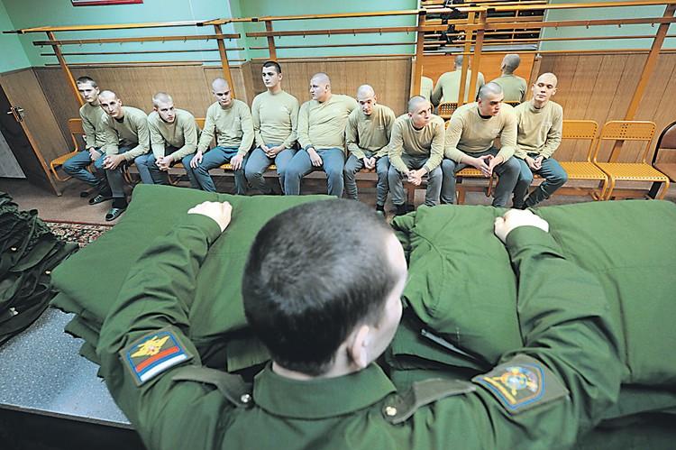 10 лет назад Российской армии требовалось вдвое больше призывников (см. «Справку «КП»). Но отменять призыв полностью страна пока не может. Не по карману.
