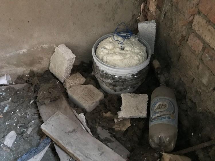 Взрывчатку мужчина прятал в заброшенном здании в Николавске.