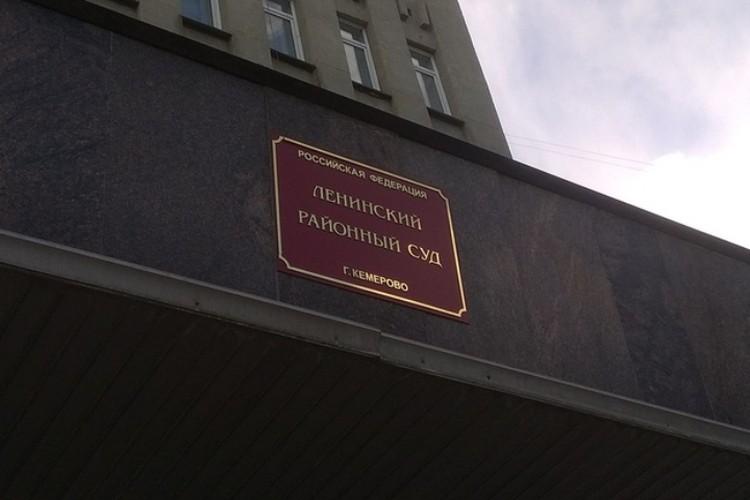 Заседание Заводского районного суда проходило в здании Ленинского суда, так как желающих присутствовать на нем оказалось очень много.