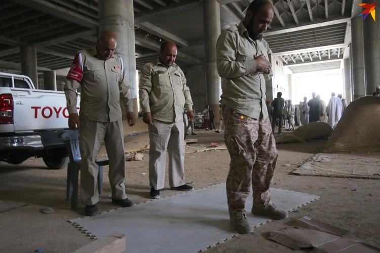 Намаз на передовой - в Международном аэропорту Триполи