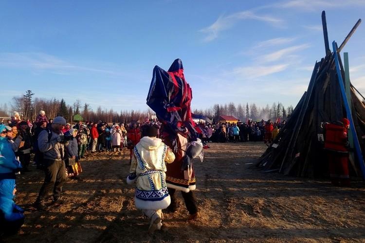 Салехардцы попрощались с морозами, и сожгли чучело ведьмы Парнэко Фото: администрация Салехарда