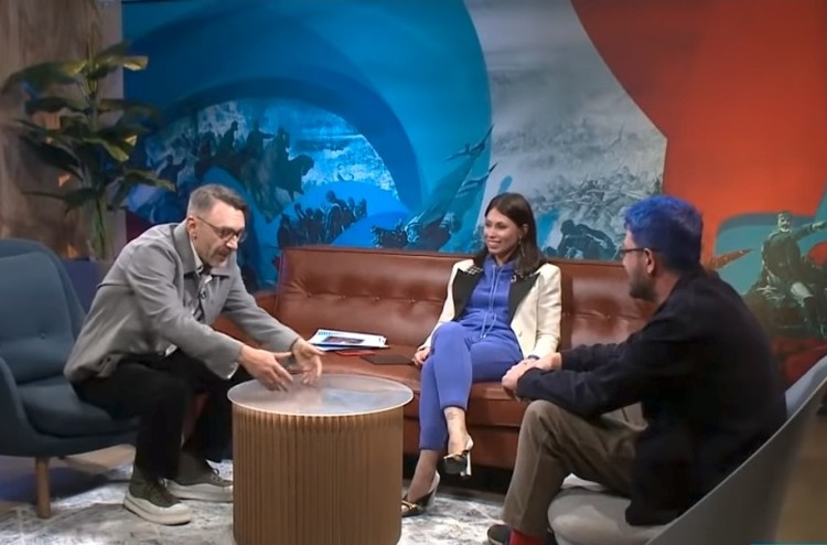 Шнуров объясняет почему Москва хуже чем Петербург.