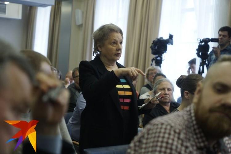 Татьяна Осинцева на встрече представляла интересы жителей домов рядом со сквером.
