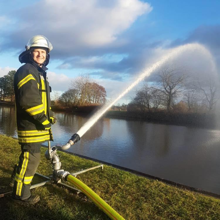 Кевин в последние полгода повышал квалификацию спасателя в Германии
