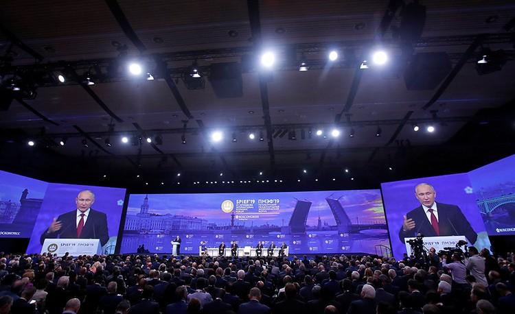 Президент напомнил, что после окончания Холодной войны архитектура мировой экономики кардинально изменились