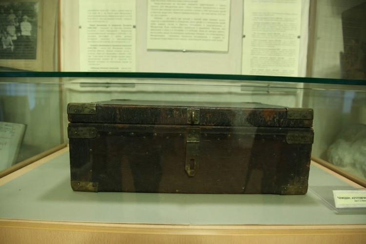 Делалось явно на века - хоть сейчас в дорогу! Увидеть чемоданы, изготовленные самим Менделеевым, сегодня можно в его усадьбе-музее Боблово. Фото: nlr.ru