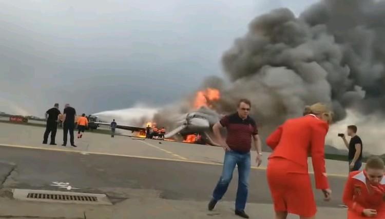 Кадр из видео, снятого очевидцем трагедии сразу после приземления.