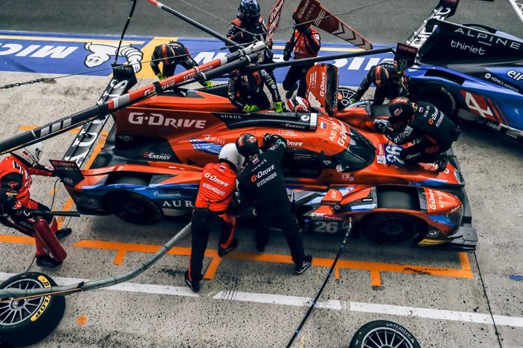 После планового пит-стопа наш болид не завелся. Фото: flickr.com/G-Drive Racing media