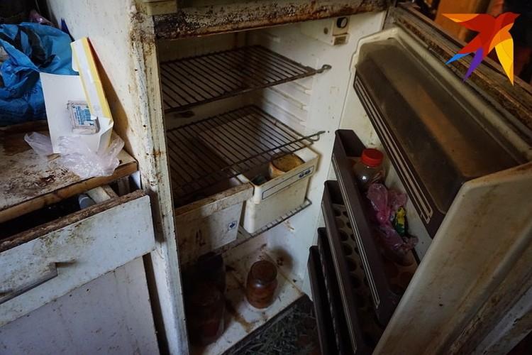 Холодильник у ветерана давно не работает.
