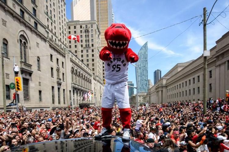 Raptors впервые в своей 24-летней истории выиграли финал NBA