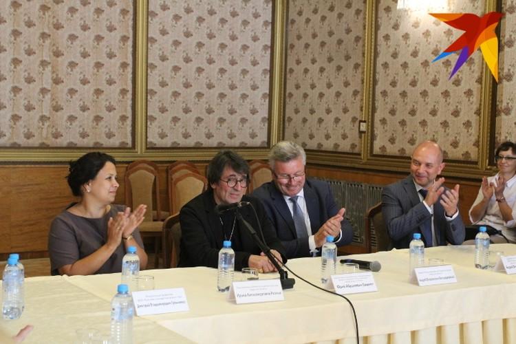 Перед концертом в Тверской филармонии прошел круглый стол с участием знаменитого дирижера и скрипача