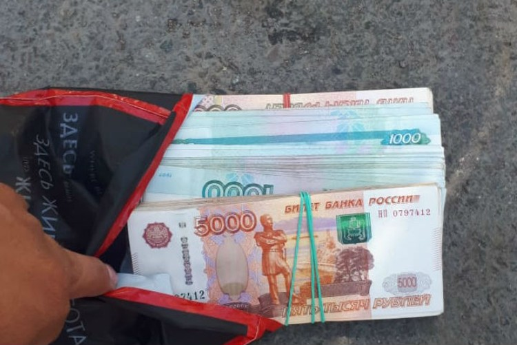 Внутри оказался 1 миллион 50 тысяч рублей. Фото: предоставлено Шамхалом Гезаловым