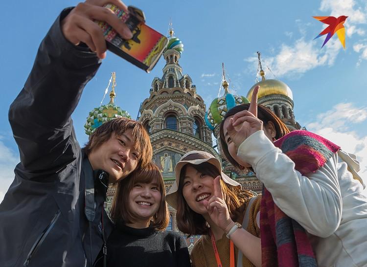 Петербург ежегодно принимает 7.5 миллионов иностранных туристов.