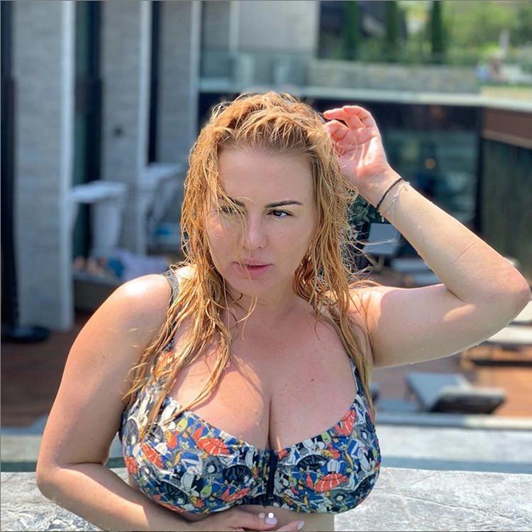 Анна Семенович отдыхает на озере Гарда. Фото: Инстаграм.