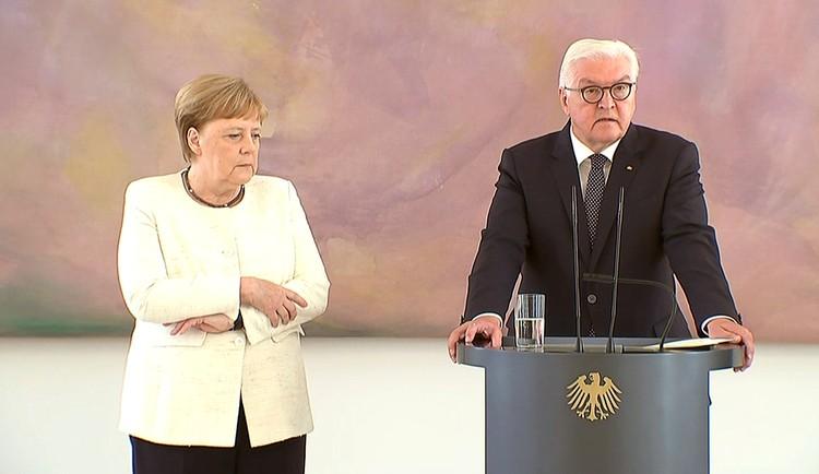 Во время пресс-конференции в резиденции президента ФРГ Франка-Вальтера Штайнмайера канцлер Меркель явно чувствовала себя не совсем здоровой.