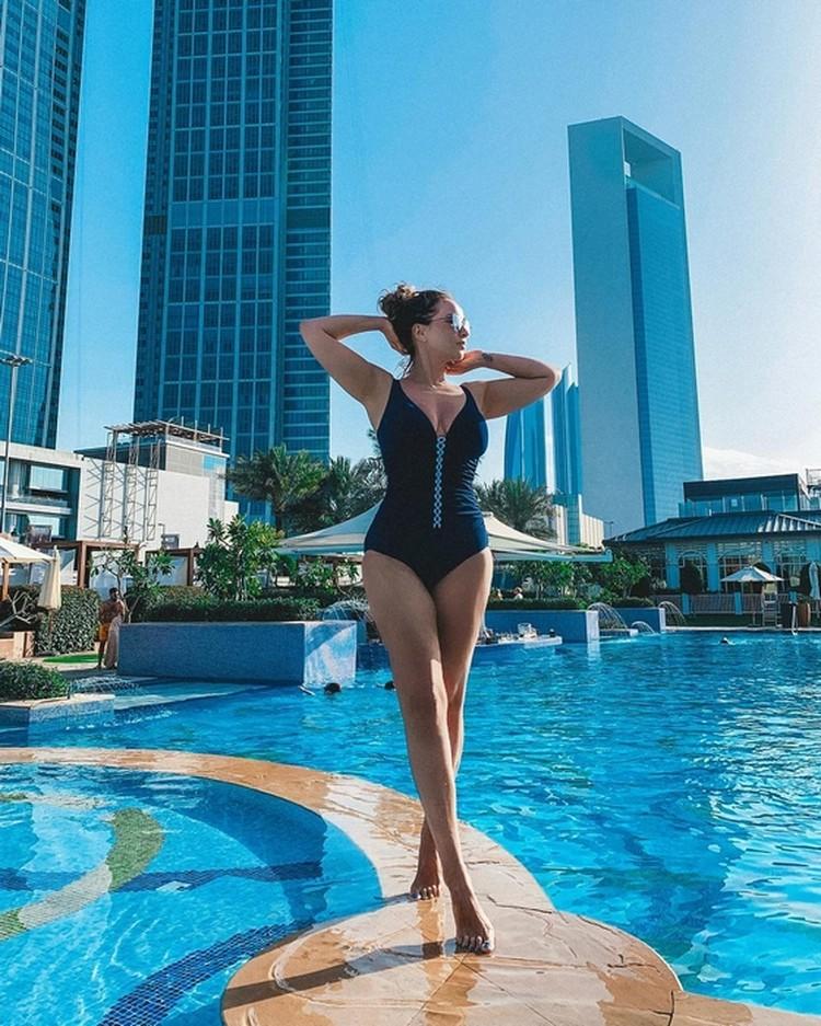 Анфиса Чехова удачно выбрала и позу, и купальник. Фото: личный Инстаграм Анфисы Чеховой