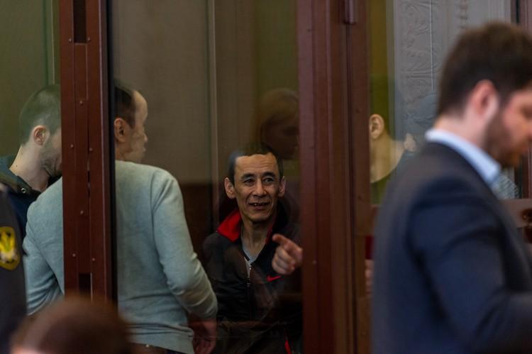Бахрам Эргашев (в центре) приехал в Петербург за две недели до теракта