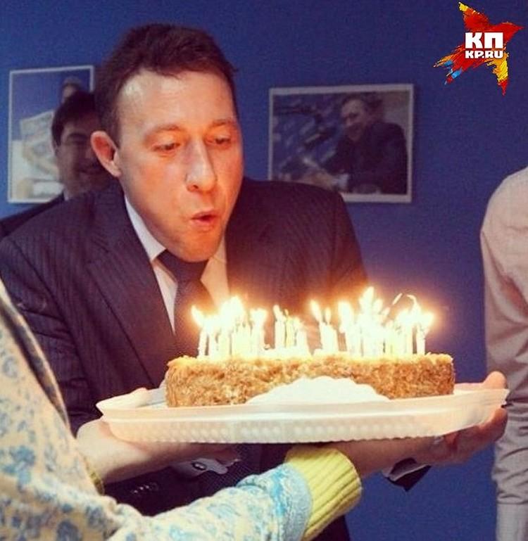 """Игорь Холманских три года назад отмечал день рождения в редакции """"Комсомолки"""""""