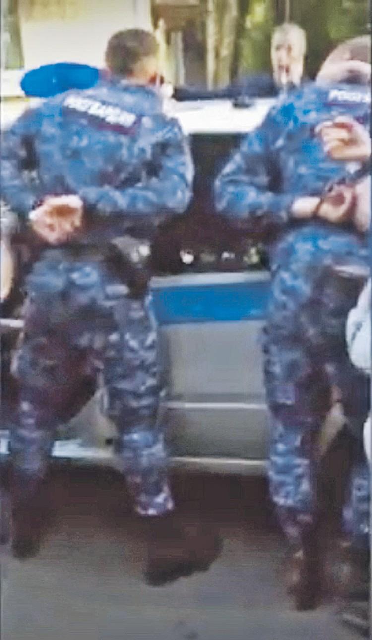 Момент задержания тех самых росгвардейцев. Фото: Канал «Россия 24»