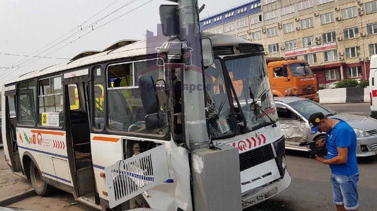 Людей увезли в больницу. Фото: ЧП - Красноярск.