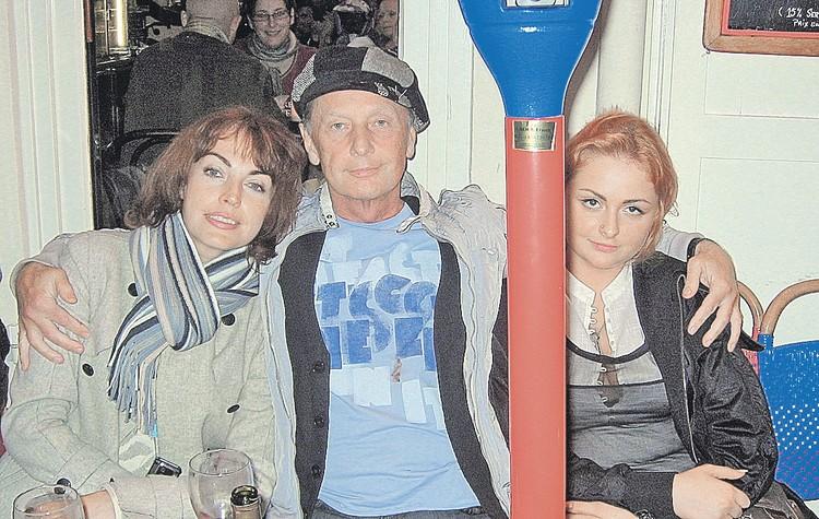 Михаил Задорнов с двумя Еленами - женой Еленой Бомбиной и дочерью. Фото: Личный архив