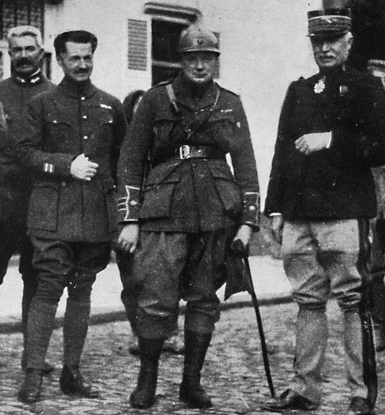 Уинстон Черчилль (в середине) на фронтах Первой мировой войны, 1915 год.