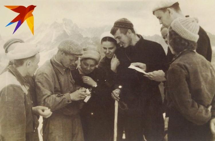 На одном из перевалов уральские туристы нашли тайник с запиской, оставленной участниками похода 1946 года. Фото: предоставил Павел Тарзин