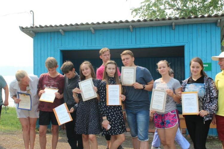Все ребята получили аттестаты Фото: Кристина РУКОСУЕВА