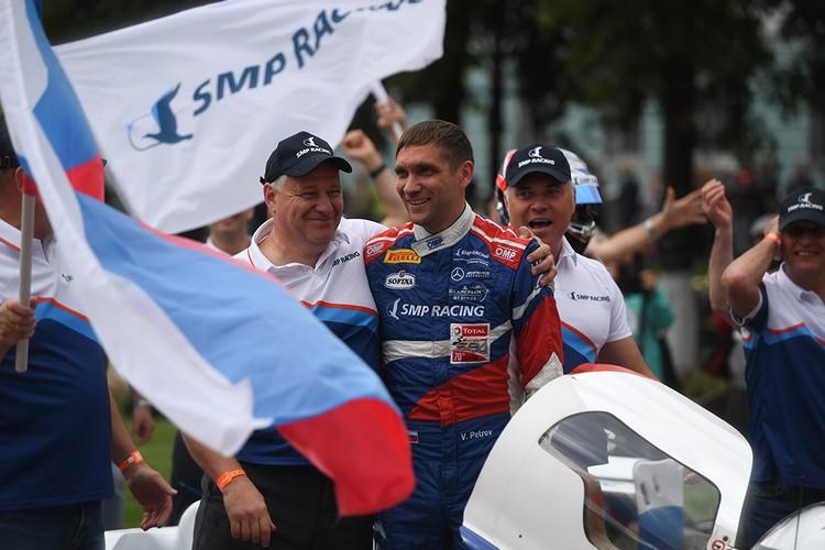 Виталий Петров - первый российский гонщик, принявший участие в самом престижном чемпионате «Формула-1» в качестве основного пилота. Фото: пресс-служба губернатора ЛО