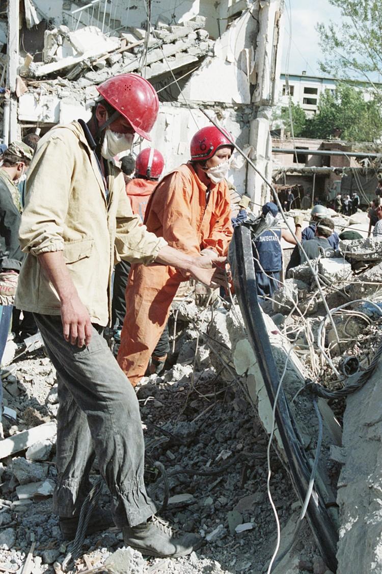 Все помнят страшную трагедию 4 сентября 1999 года в Буйнакске, когда вечером боевики взорвали многоквартирный дом, где жили семьи военнослужащих