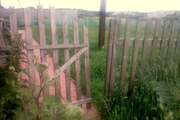 Местные жители считают, что вместо этого детского сада, стоило оставить здание сельскому клубу. Фото: Дина ЮНУСОВА.