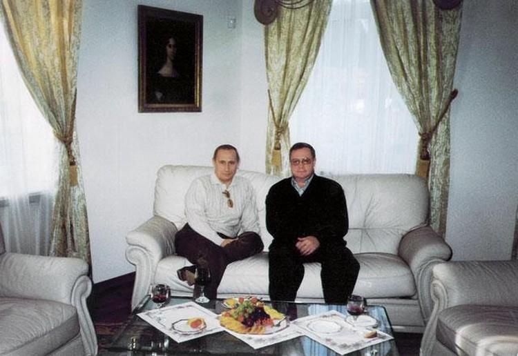 Уже президент Владимир Путин в гостях у Сергея Степашина на его даче в Жуковке. Лето 2000-го года