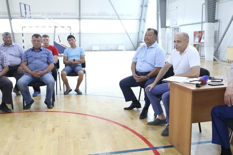 Парламентарии обсудили с тренерами важные вопросы, касающиеся развития спорта. Из первых уст услышали, с какими они сталкиваются трудностями, узнали об инициативах. И поддержали их. ФОТО: Лариса Федорова.