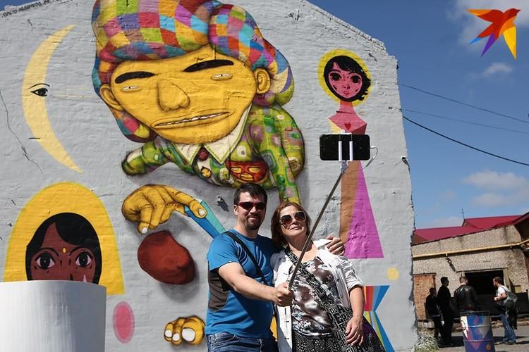 Две недели белорусские и бразильские художники рисовали граффити и муралы на столичных зданиях.