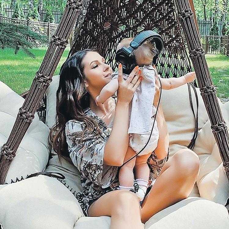 Певица Нюша родила первенца в Майами. Фото: instagram.com/nyusha_nyusha